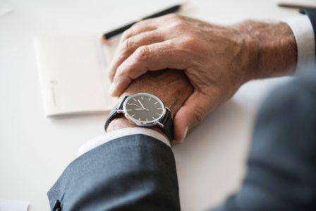 sekretariatsservice-Hand-Uhr-Zeit